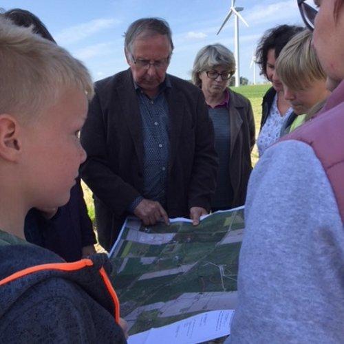 Bernd Dikau erläutert die Wahl der Stellflächen für die von UKA projektierten Windenergieanlagen