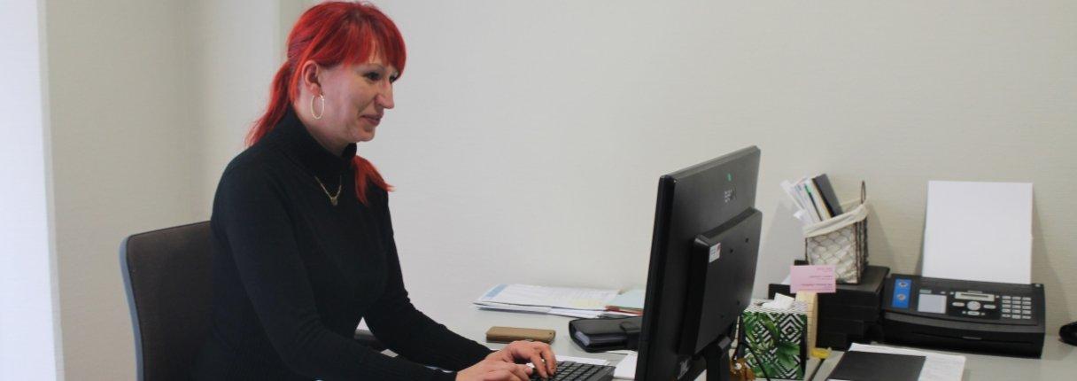 UKA spendet drei Monitore und 300 Euro für die Vereinskasse der Fraueninitiative Bautzen e.V.