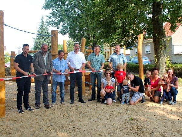 UKA unterstützt Spielplatzbau in Stolzenhain