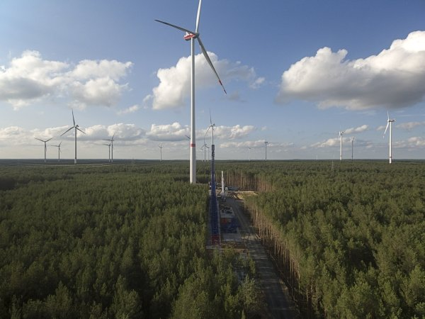 UKA bringt die erste V136 weltweit ans Netz