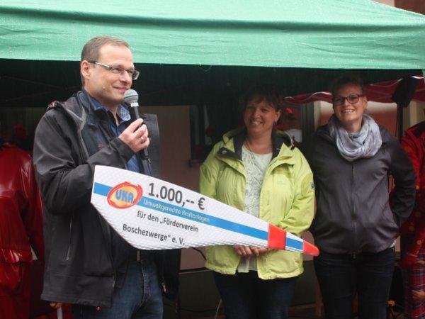 Matthias Jantz von UKA Meißen, die Vorsitzende des Fördervereins Bianka Socher und Peggy Buchwitz, Mitglied im Förderverein