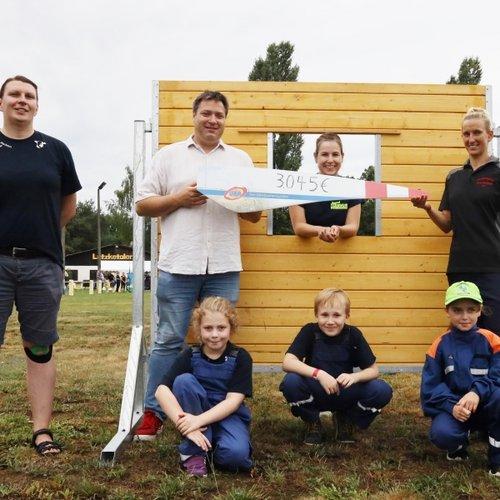UKA unterstützt Jugendfeuerwehr Schenkendöbern mit 3045 Euro