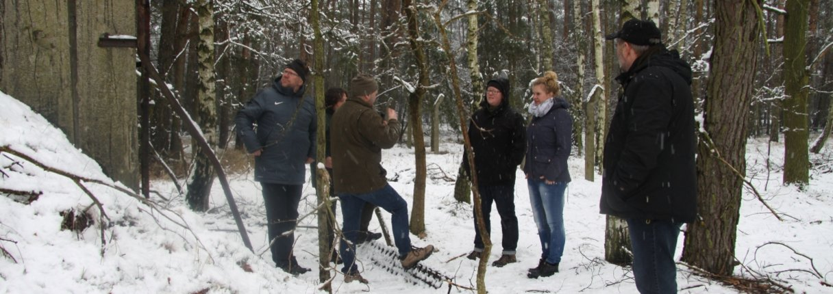 v.l.n.r. Dirk Lustig (Galabau Lustig), Manuela Holz (Bundesforst), Knut Neubert (Büro Neubert), Anne Wegner (UKA Projektträger), Aline van Winsen (UKA Cottbus), Manfred Noack (Sachgebietsleiter bei der Unteren Naturschutzbehörde)